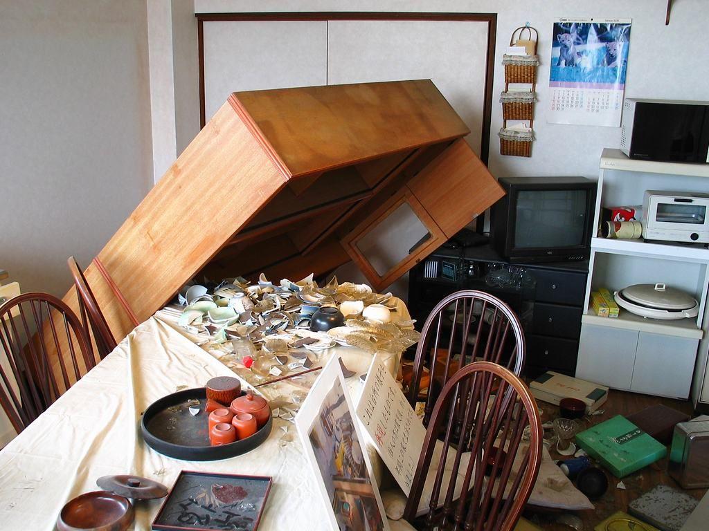 震災メモリアルハウス内部・地震発生直後の様子 震災メモリアルハウス・野島断層保存館[壁紙写真集-