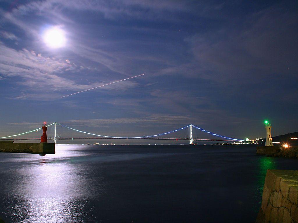 明石海峡大橋と月夜の夜景・月光写真・月明かり夜景[壁紙写真 ...