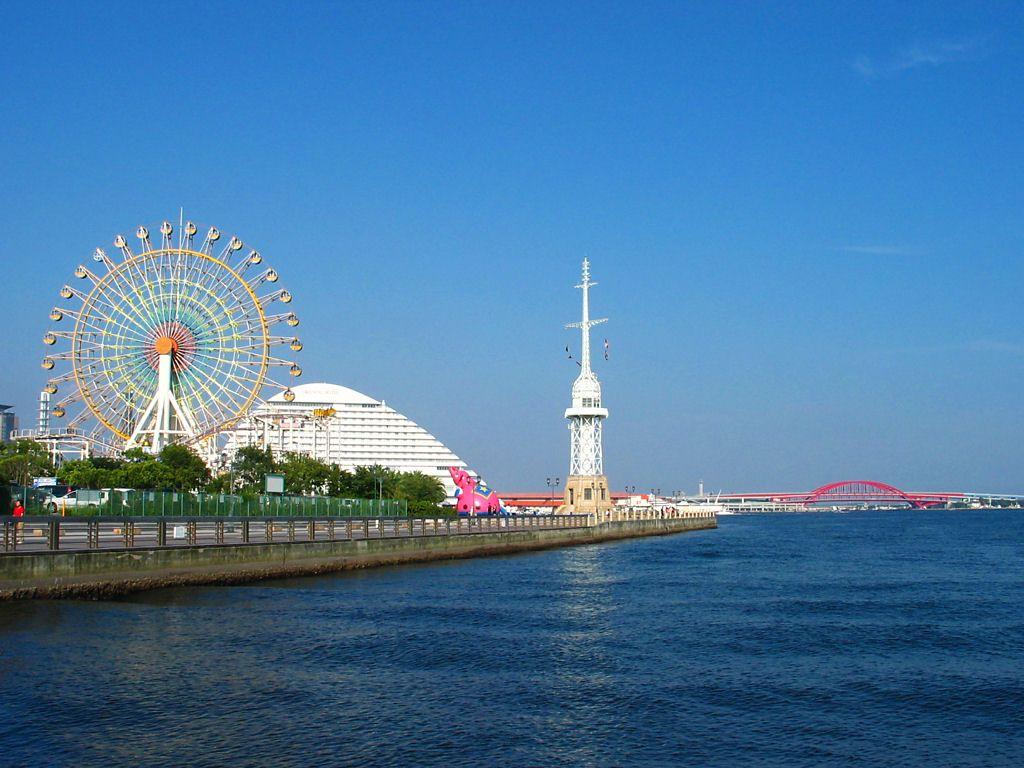 神戸港旧信号所と神戸港の風景 神戸港旧信号所と神戸港の風景 ハーバーウォークと神戸港旧信号所
