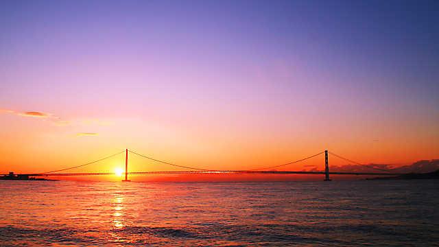 明石海峡大橋と初日の出